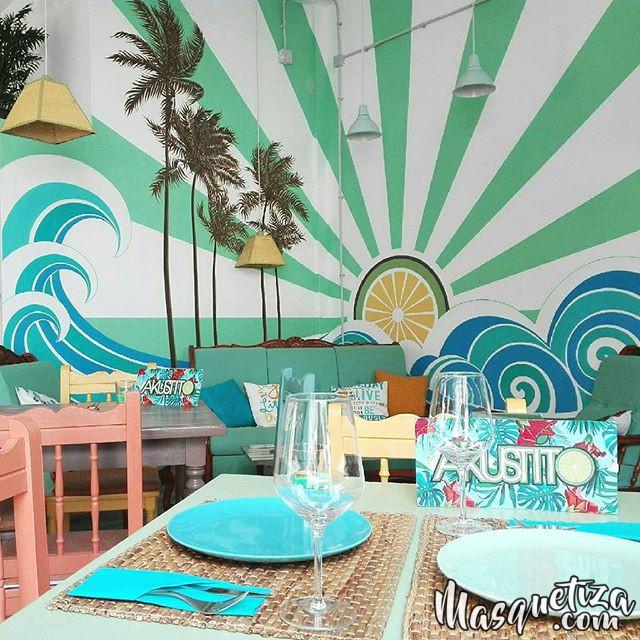 MasQueTiza 4a Pintura mural Decoración Akustito Cocktail Restaurante Bar Canarias Carteles de madera Decoración Murales Rotulación artística Tenerife