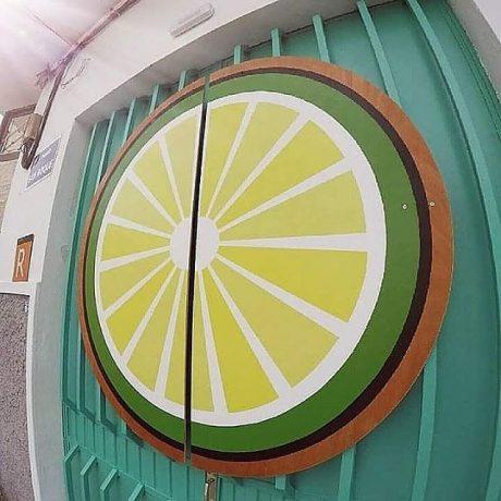 MasQueTiza 8 Cartel pintado sobre madera Akustito Cocktail Restaurante Bar Canarias Cartel de madera Rotulación artesanal Tenerife