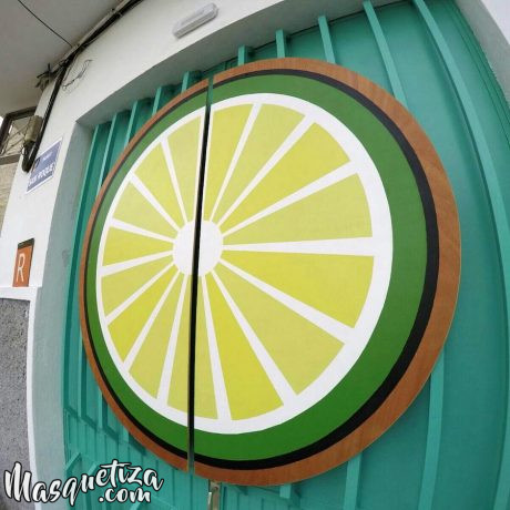 Cartel-pintado-sobre-madera-Akustito-Cocktail-Cartel-de-madera-Rotulación-artesanal