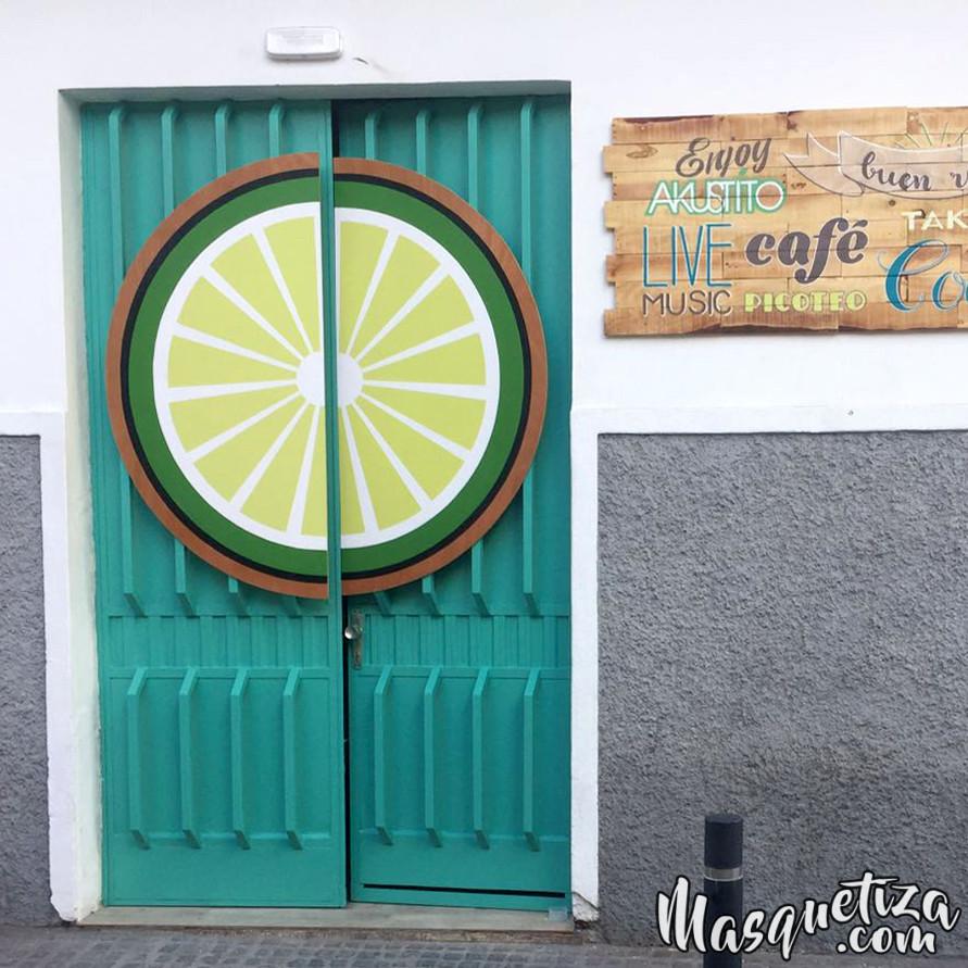 Masquetiza-Cartel-pintado-sobre-madera-Akustito-Cocktail-Cartel-de-madera-Rotulación-artesanal