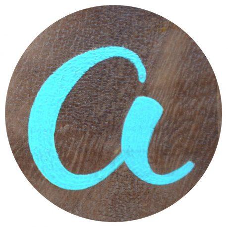 cartel-de-madera-detalle-rotulacion-a-mano-masquetiza-tenerife