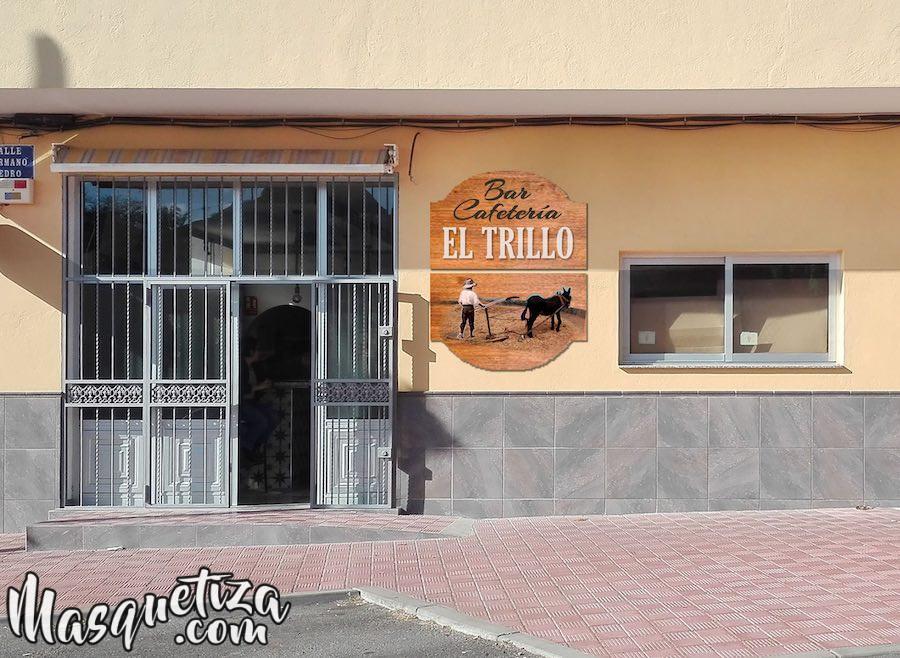 Fotomontaje Cartel de Madera y Diseño de Logo El Trillo Masquetiza Tenerife