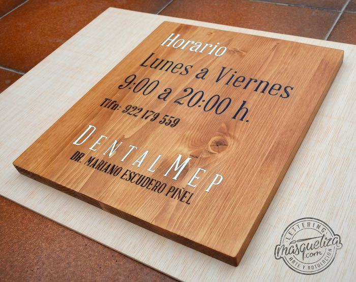 cartel-de-madera-pintado-a-mano-y-grabado-laser-masquetiza